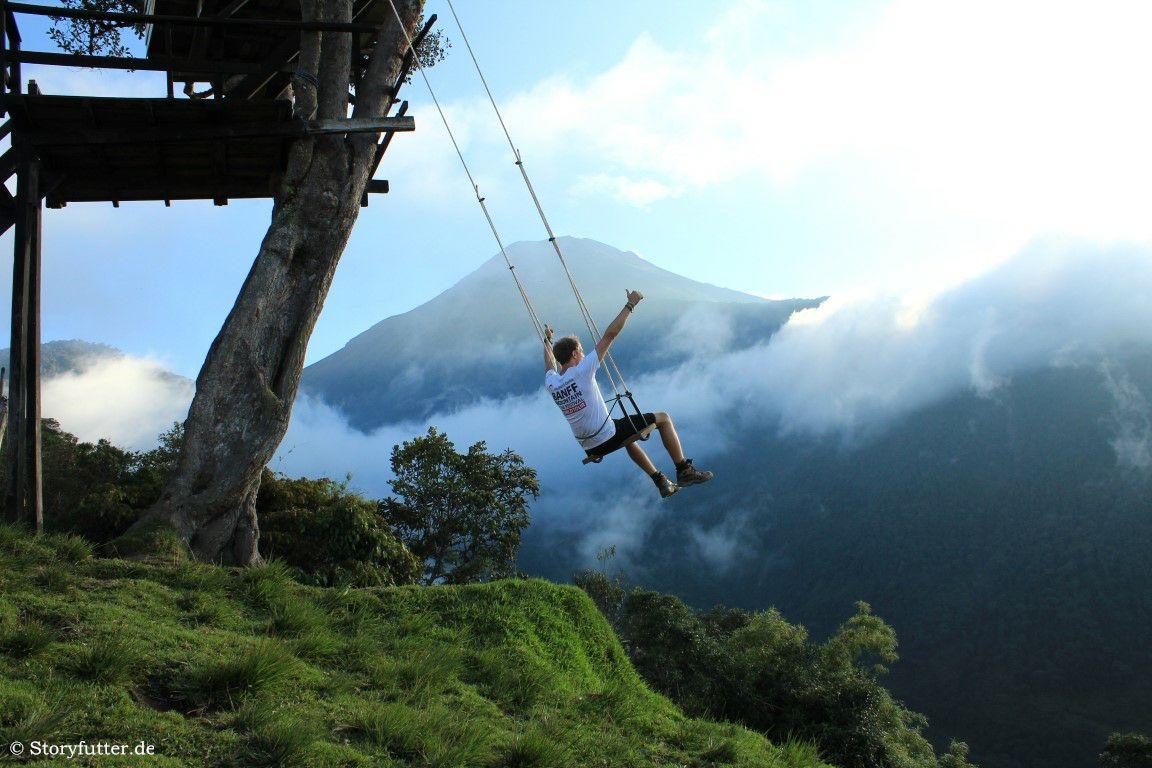 """Die """"Schaukel am Ende der Welt"""" mit Blick auf den Tungurahua."""
