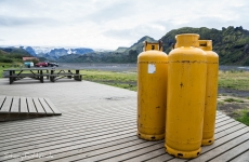 Islands Laugavegur: Gasflasker vor dem Baracken-Shop